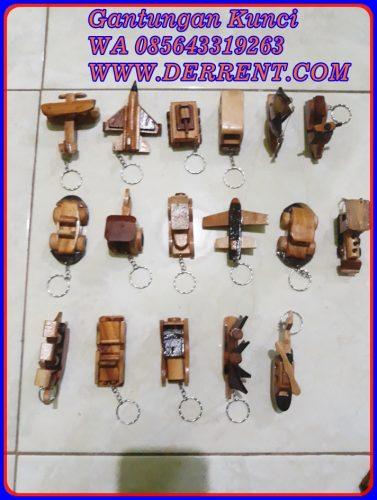 Souvenir Gantungan Kunci Kayu Unik